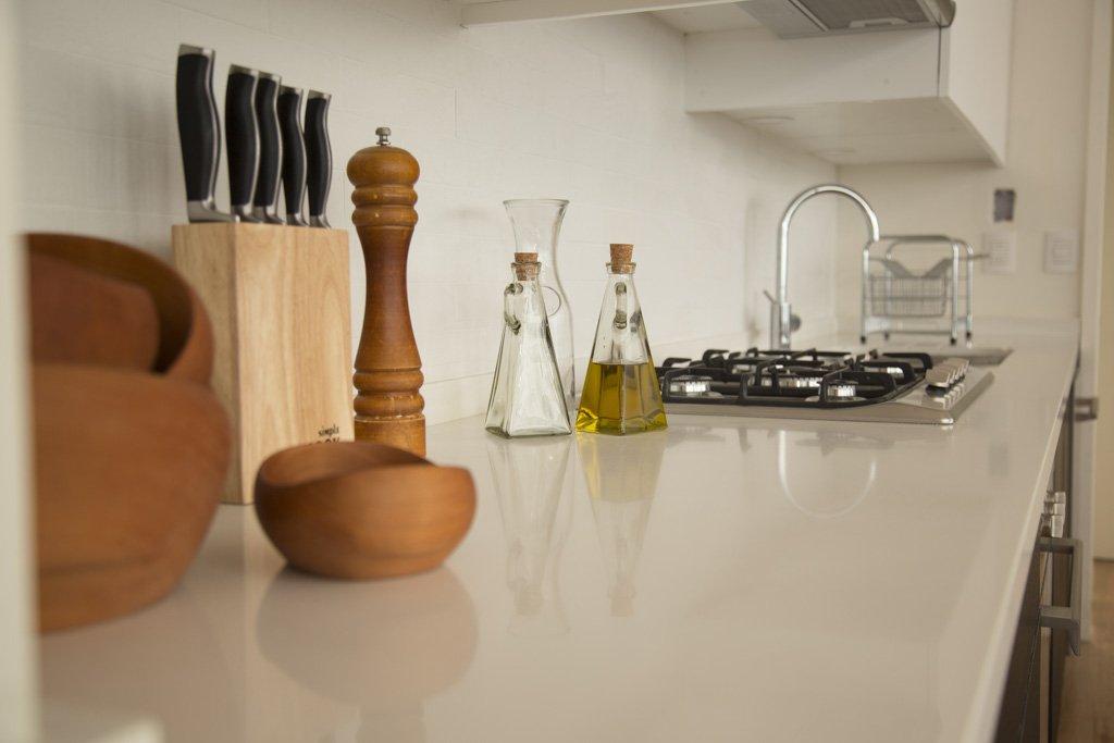 cubierta de cuarzo blanco en cocina viña