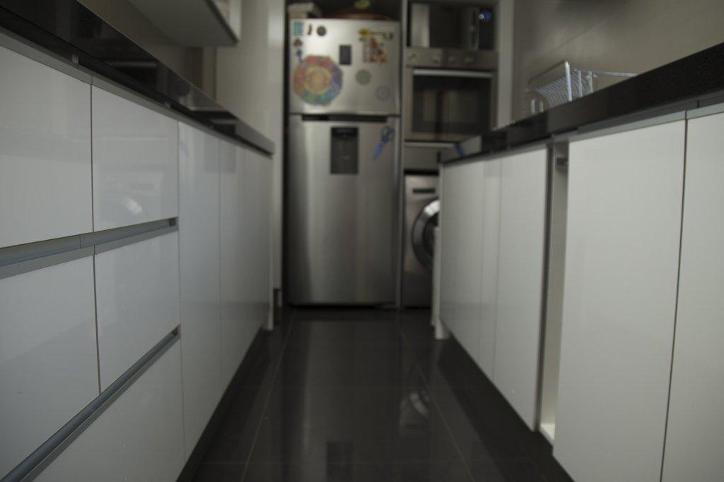 cocina moderna blanco y negro